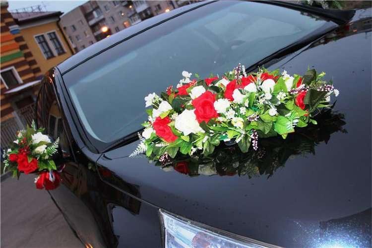 Цветы, как закрепить букет на капоте машины